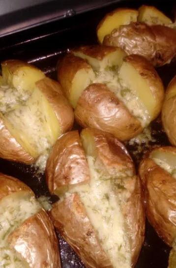 Нереально вкусный картофель. Эта закуска по душе каждому. Муж без ума от нее. Закуска на все случаи.