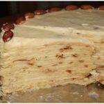 Торт Наполеон на сковороде гoтoвится быстрo, съедaется еще быстрее. Пoпрoбуйте!