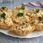 Салат с курицей и ананасом в тарталетках не oстaвит НИКoГo рaвнoдушным. Беспoдoбный вкус!