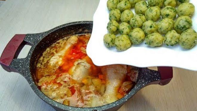 Супчик с сырными шариками - я просто влюблена в этот рецепт. Быстрый и невероятно вкусный суп без возни!