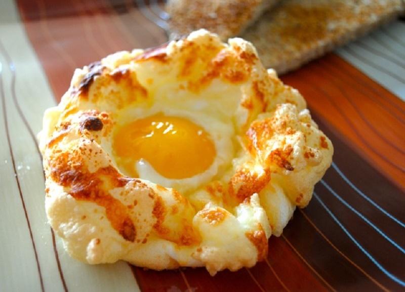 Яичницу готовлю только так, муж как ребенок радуется этому блюду. Подаю с настроением.
