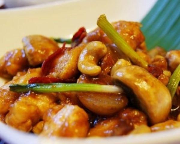 Курица жареная с орехами кешью по тайски. Затмит все! Гости не останутся равнодушными.
