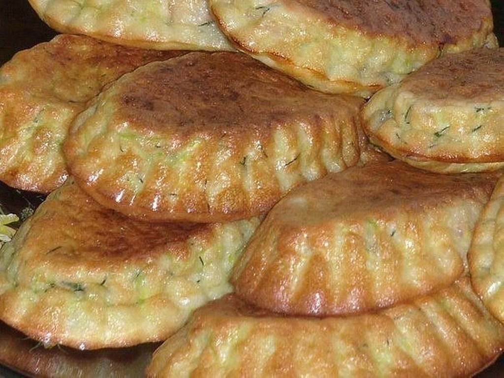 В сезон, всегда готовлю кабачковые кексики с беконом и зеленью!