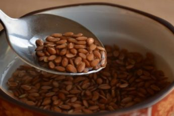 Жую семя льна натощак и запиваю водой. Хочу рассказать о своем результате…