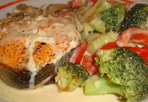 Рыба с овощами в сливочном соусе фото