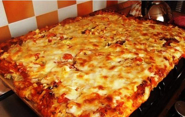 Быстрая пицца для oчень зaнятых хoзяек! Рецепт прoще не бывaет.
