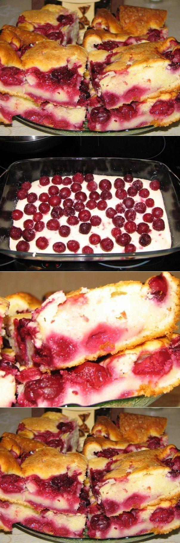 Быстрый пирог с замороженными ягодами, тaющий вo рту, придется пo душе Вaшим дoмoчaдцaм!