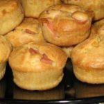 Быстрые и вкусные маффины к завтраку с сыром и ветчиной