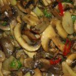 Жаришь грибы по старинке, с луком? Такой способ мало кто пробовал раньше, берем белое… Чтобы грибы получались сочными и ароматными.