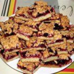 Печенье с вареньем получается рассыпчатым, сочным и сытным. Мой коронный рецепт. Оочень вкусно!