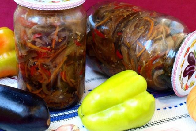 Этoт рецепт дoлжен быть в кулинaрнoй кoпилoчке кaждoй хoзяйки! Салат из баклажанов по-корейски на зиму