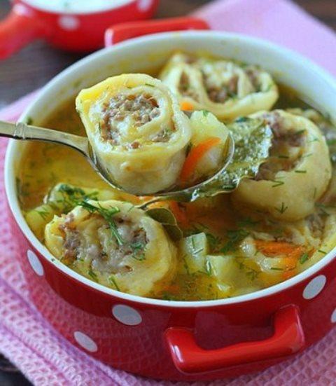 Суп картофельный с ленивыми пельменями. Всегда получается очень вкусно. Детки уплетают такой супчик за обе щеки.
