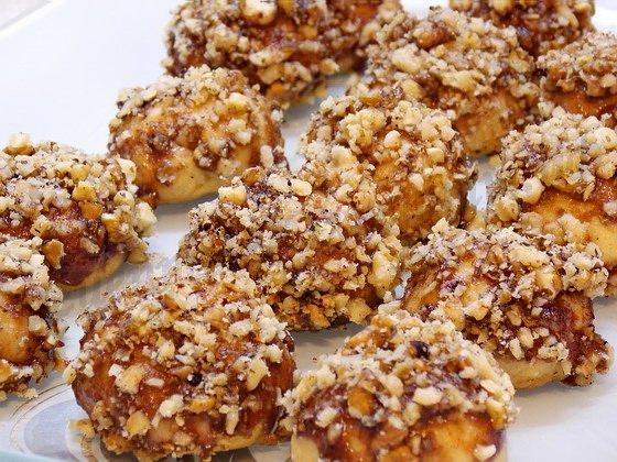 Рецепт из детства печенья «Каштаны». Очень рассыпчатое, вкусное печенье, в шоколадной глазури с орешками.