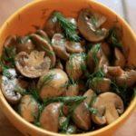 Вкуснейшие, сочные грибочки! Готовятся они 15 минут! А съедаются еще быстрее!