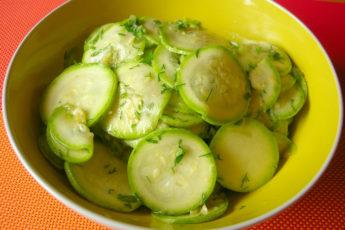 Малосольные кабачки с соевым соусом