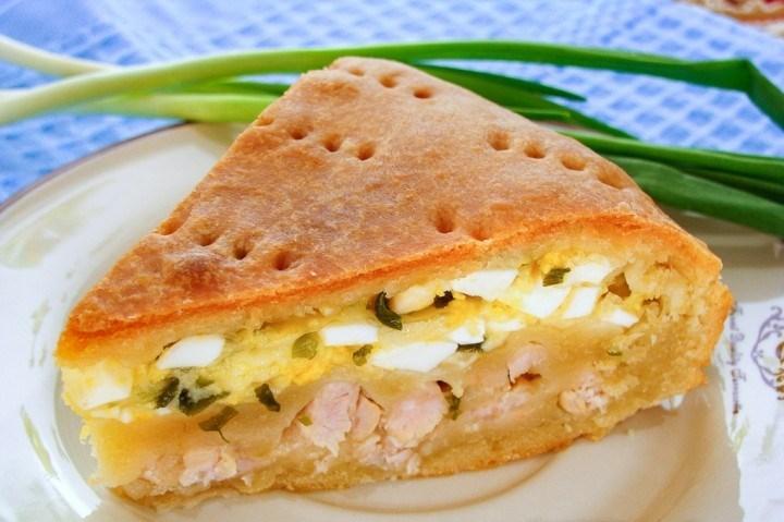 Обалденный пирог с мясом, луком, яйцами и сыром