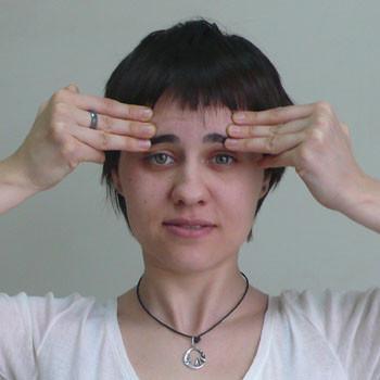 Обвисшие щеки не красят женщину! Это поможет вернуть упругий овал лица…