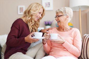 «А почему у меня веник в углу вверх ногами стоит?» Богатая бабушка раскрыла секреты домашней магии 1